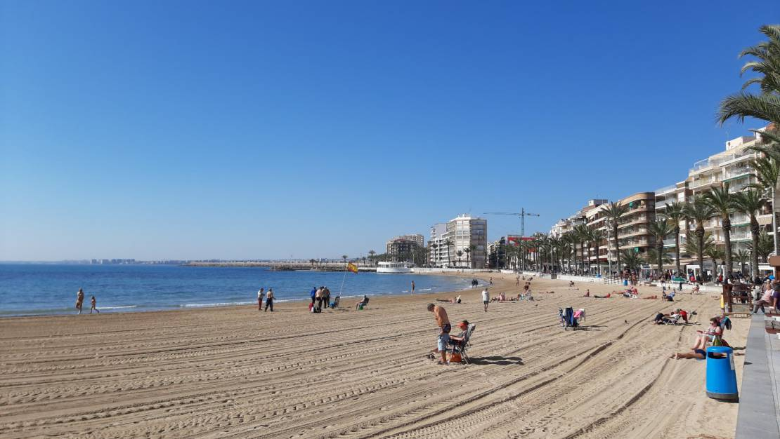 100 meters from the beach | Apartment with sea views for sale in Torrevieja