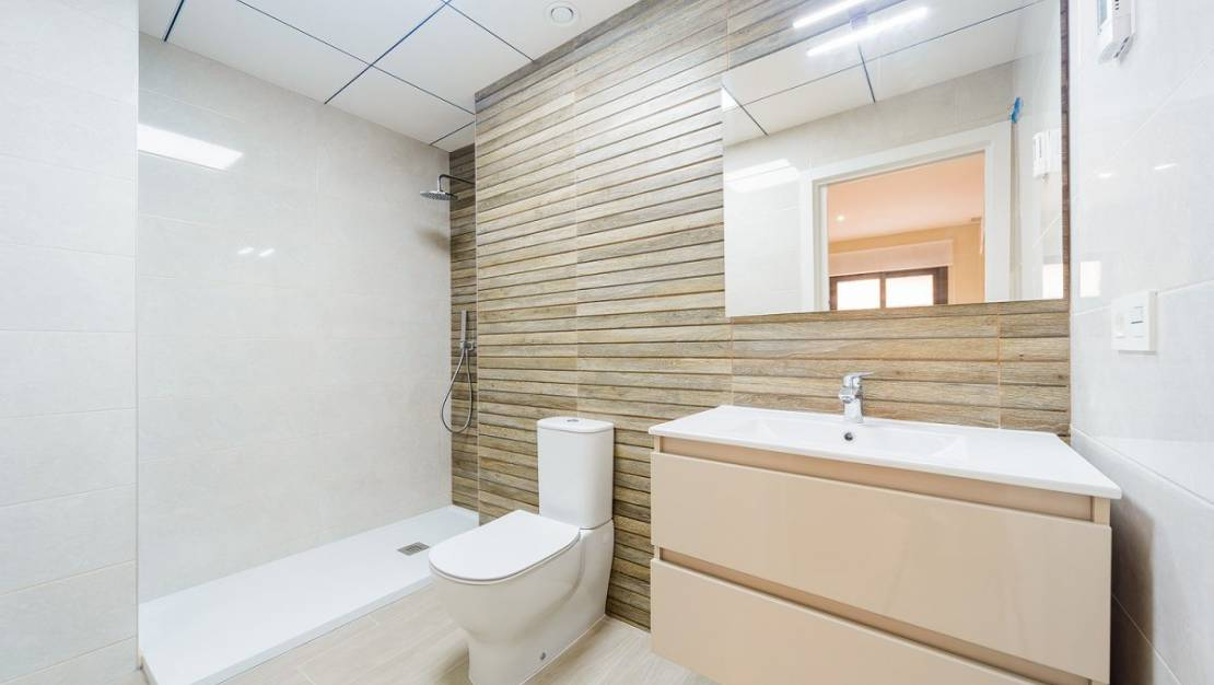 Apartment in Torrevieja with elevator. - Bathroom 2.