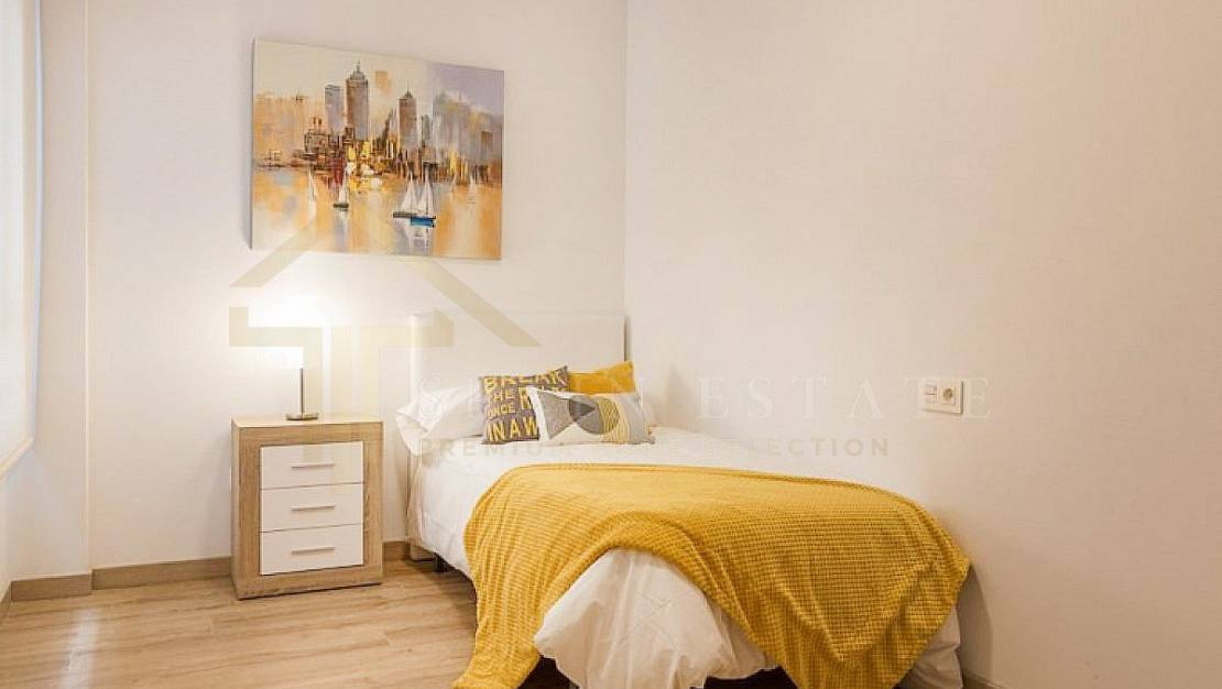 Apartment in Torrevieja, with elevator. - Bedroom 2.