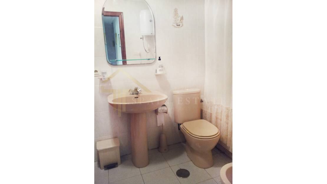 Bathroom | Apartment for sale in Torrevieja near the sea