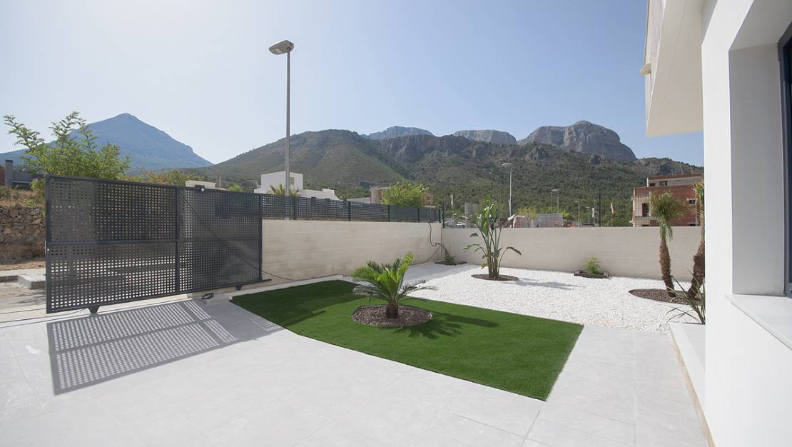 Entry | New construction bungalow for sale in Costa Blanca North