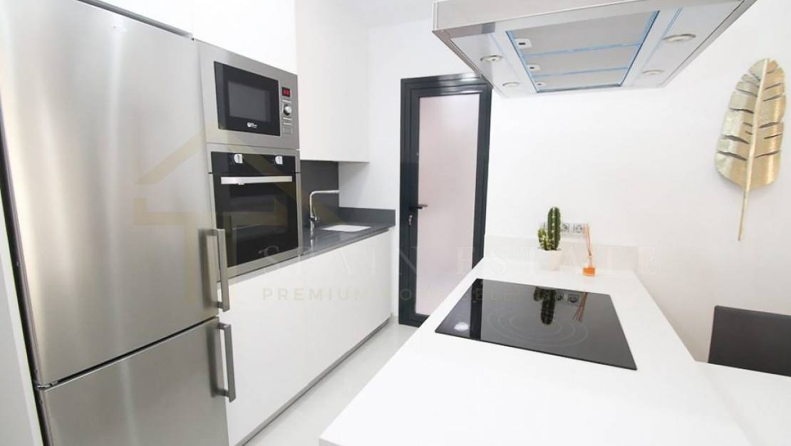 Kitchen | New apartment with pool in Torrevieja