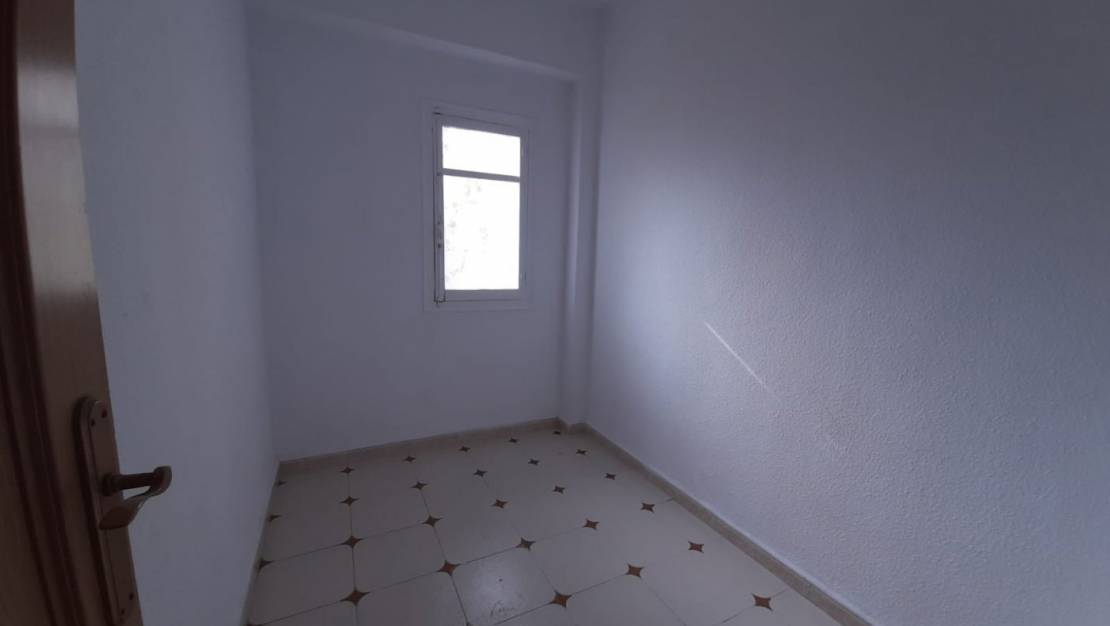 Resale - Apartment / Flat - Alicante - Altozano