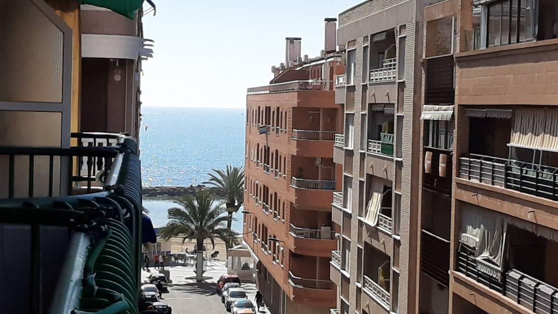 Side sea views | Apartment just 100 meters from the beach for sale in Torrevieja