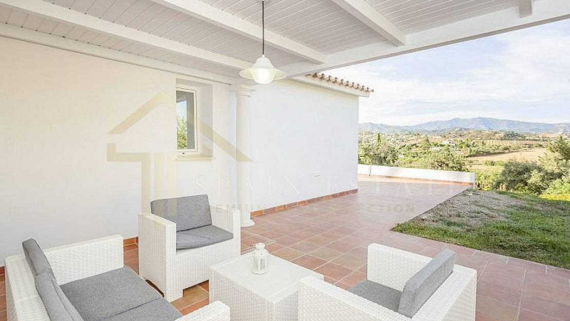 Villa in Marbella with private pool. - Terrace.